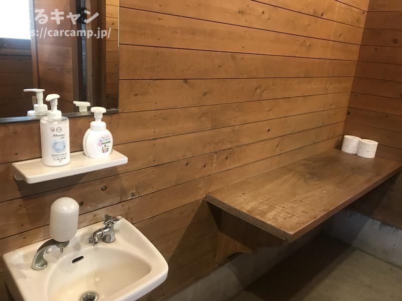 香六ダム公園キャンプ場トイレ